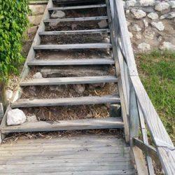 stairs B4